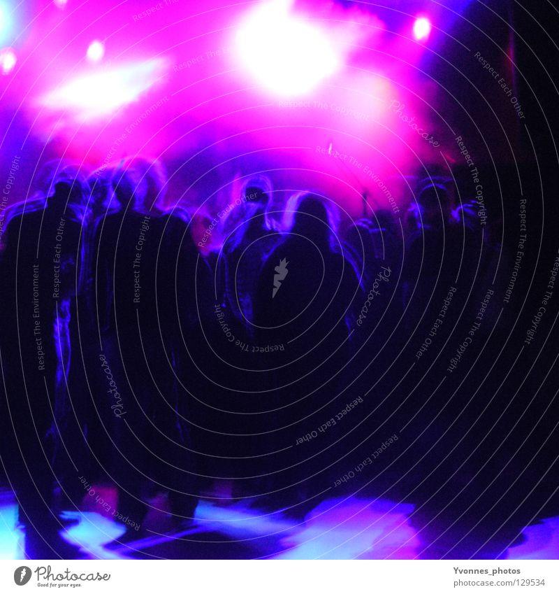 Concert Mensch Jugendliche blau Freude schwarz Erwachsene dunkel sprechen Gefühle Bewegung Party Stimmung Musik Feste & Feiern Tanzen rosa