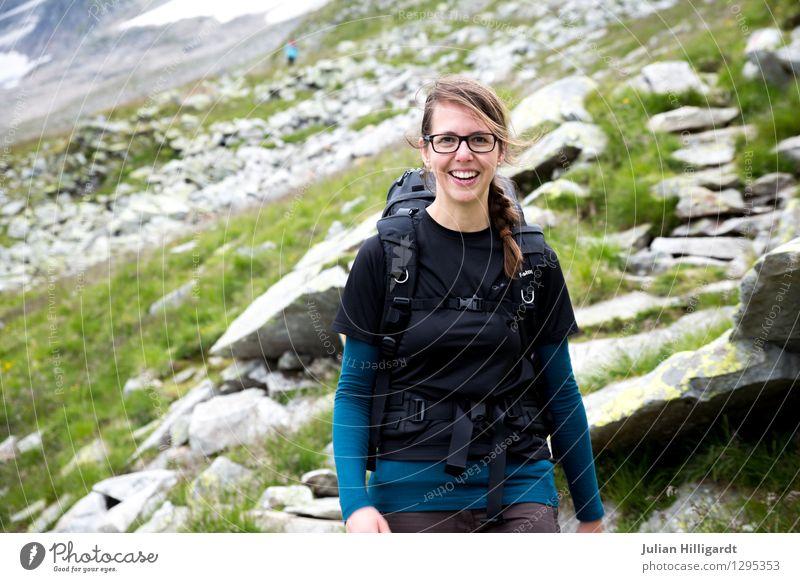Wanderfreuden Mensch Natur Ferien & Urlaub & Reisen Jugendliche Junge Frau Freude Ferne 18-30 Jahre Erwachsene Berge u. Gebirge Umwelt Gefühle feminin Sport
