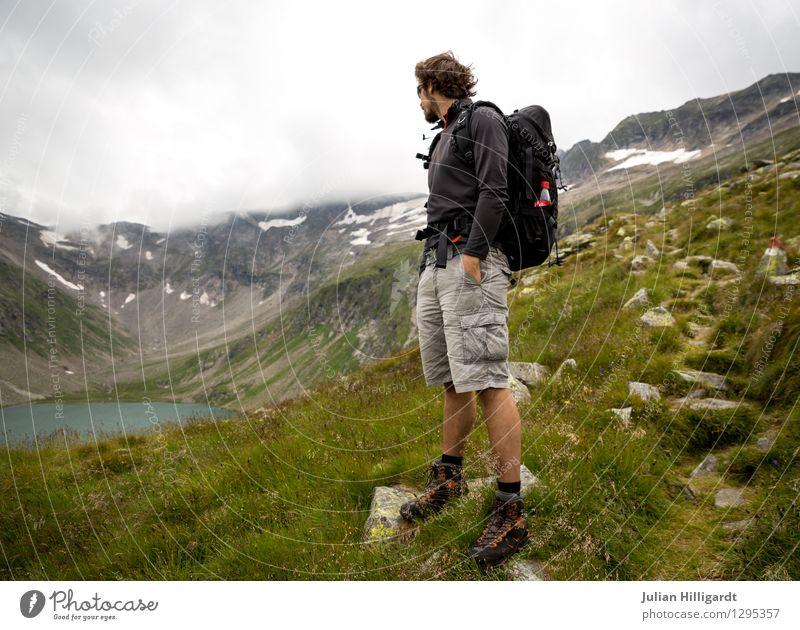 letzter Blick Mensch Natur Ferien & Urlaub & Reisen Jugendliche Junger Mann Freude Ferne 18-30 Jahre Erwachsene Berge u. Gebirge Umwelt Wiese Freiheit Lifestyle