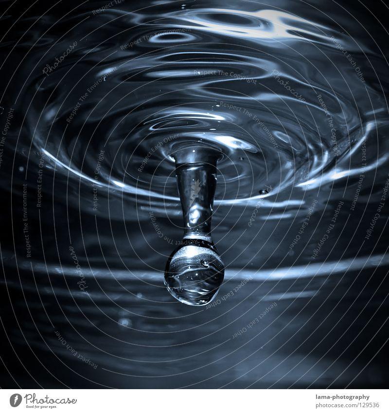 Fallin' Wasser kalt glänzend Eis frisch Wellen Wassertropfen Elektrizität Getränk Fluss fallen Klarheit Spiegel Flüssigkeit Erfrischung Momentaufnahme