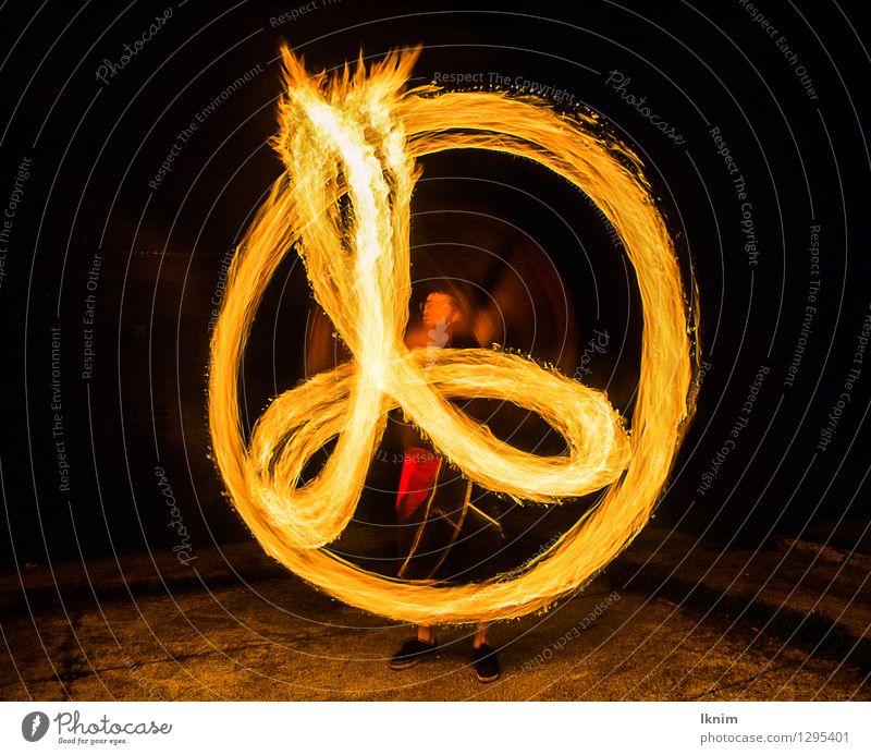 Feuershow mit Feuer Pois Nachtleben Entertainment Veranstaltung ausgehen Bauchtänzer Zirkus Jugendkultur Zeichen sportlich Freude Abenteuer innovativ Kultur