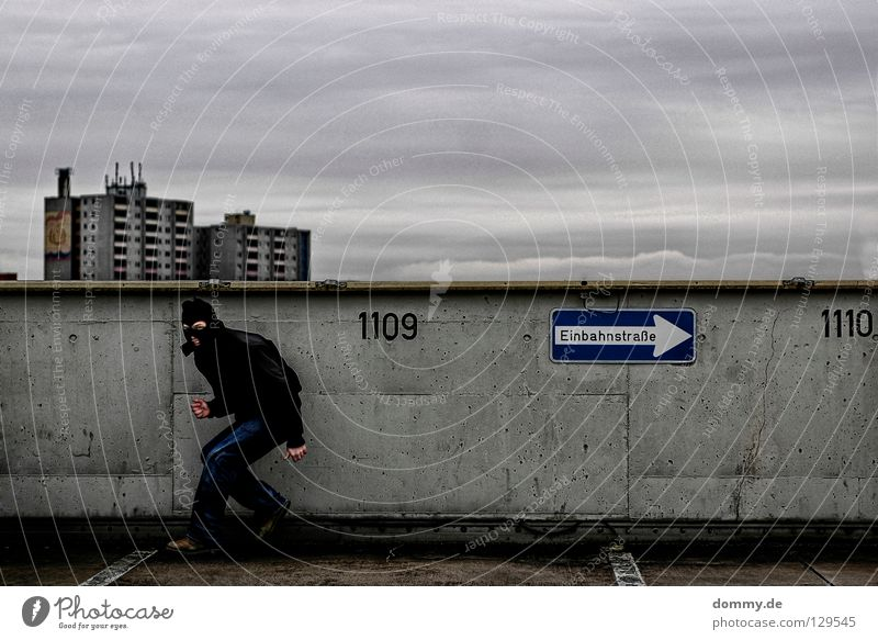 Welcome BLACKHEAD Mann Stadt Freude Wolken Winter schwarz kalt dunkel lachen dreckig Hochhaus Ziffern & Zahlen Jacke parken brechen Dieb