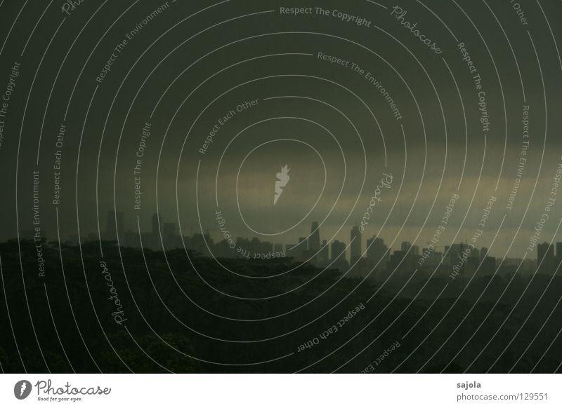 grau in grau... Himmel Baum Stadt Wolken dunkel Regen nass Hochhaus Horizont Aussicht Asien Skyline Unwetter Singapore schlechtes Wetter