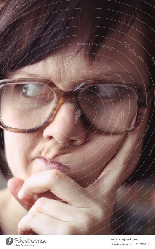 *grübel* Junge Frau Jugendliche Erwachsene Auge Mund Brille Denken klug Wissen Brillenträger Brillenschlange Faschingsbrille Freak hornbrille vergrößert