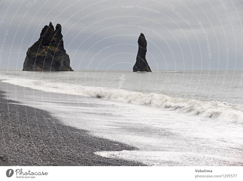 Reynisdranger Natur Wasser weiß Meer Landschaft Wolken Ferne Strand Küste grau braun Felsen Horizont Wetter Tourismus Luft