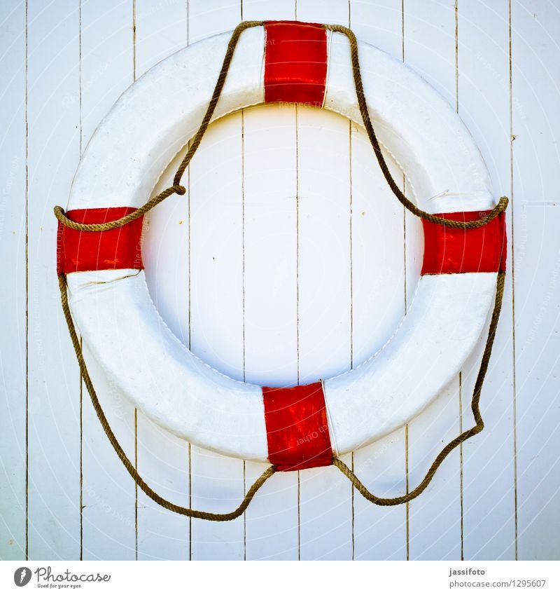 Rettungsring Linie Streifen Sicherheit Lanzarote Ring hängend rot-weiß rot-weiss-gestreift Holzwand Bretterwand retten Farbfoto mehrfarbig Außenaufnahme