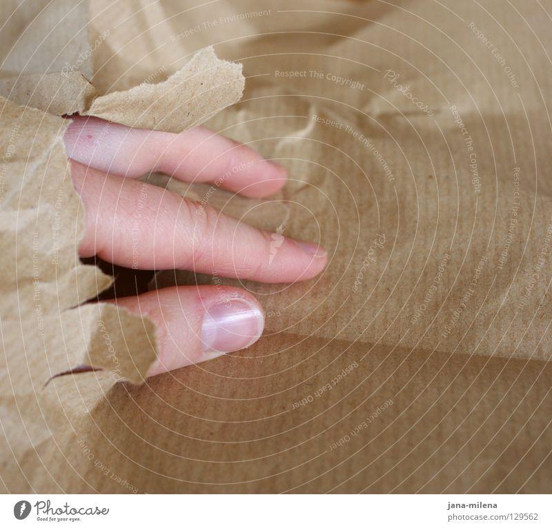 geschlüpft Hand Ferien & Urlaub & Reisen Gefühle grau braun Angst Haut Finger Papier gefährlich Falte berühren entdecken Loch eng Platzangst