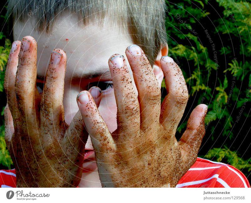 Sauber war gestern Kind Hand Gesicht Wiese Spielen Junge Gras Garten Erde Freizeit & Hobby dreckig Finger Rasen Flasche Gartenarbeit Seife