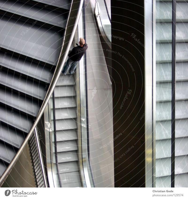 Concrete Jungle Teil 2 Mann weiß Stadt schwarz kalt grau Architektur Stein Metall braun gehen Glas hoch Treppe maskulin Spaziergang
