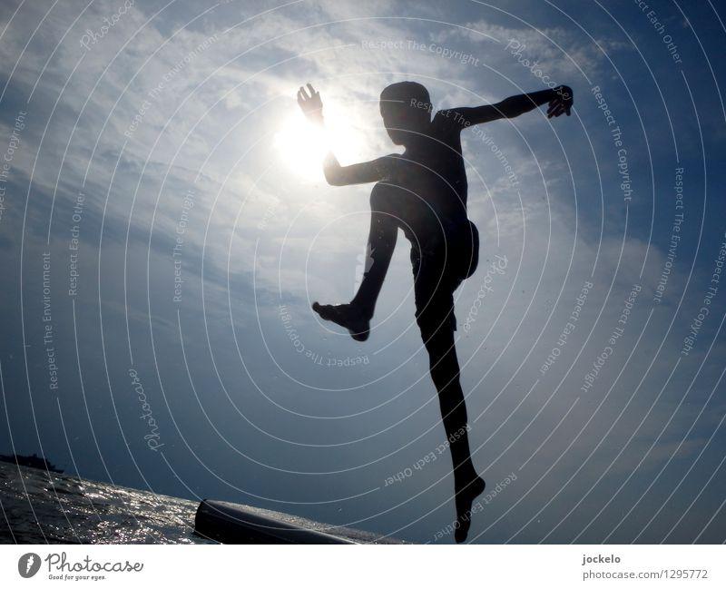 Flieger Mensch maskulin Kind Körper 1 8-13 Jahre Kindheit Umwelt Natur Wasser Sonne Sonnenlicht Sommer Wärme Wellen Bucht Riff alt springen sportlich hell