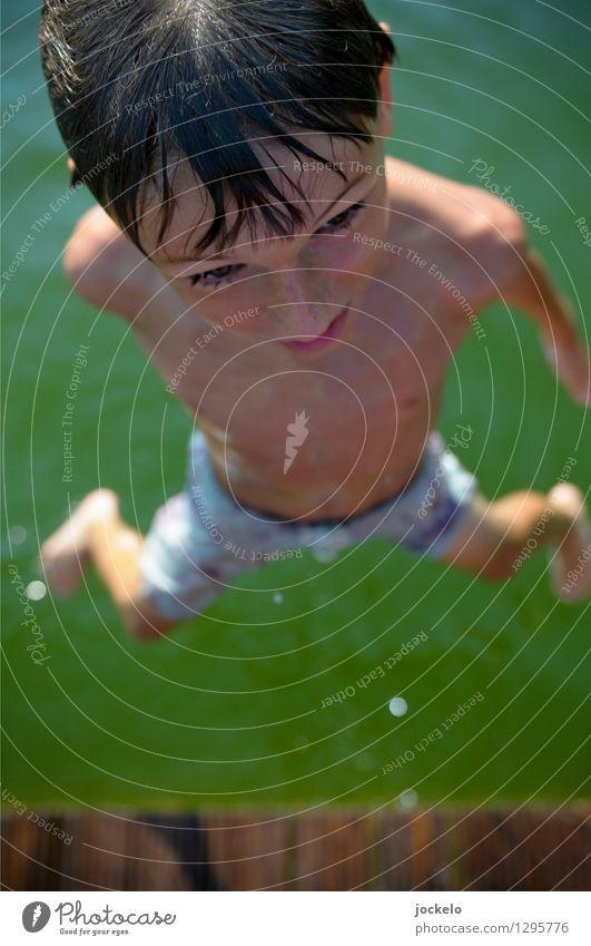 Ab und Sprung maskulin Kind Kopf 1 Mensch 8-13 Jahre Kindheit Natur Wasser Schwimmen & Baden klug Geschwindigkeit braun grün springen Farbfoto Außenaufnahme Tag