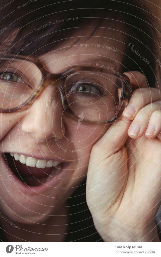 des isch ja super Frau Jugendliche Freude Erwachsene Auge lachen lustig Junge Frau Erfolg verrückt 18-30 Jahre Brille dumm brünett Freak klug