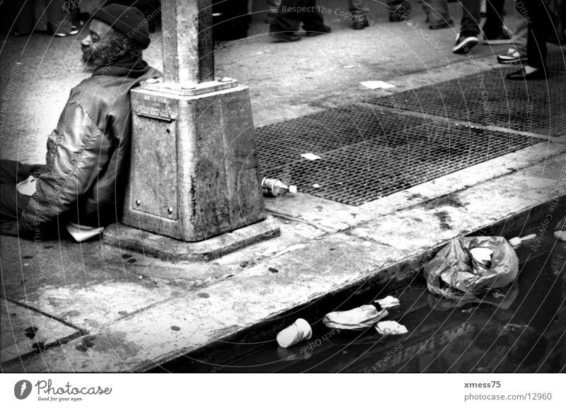 Sozialporno Bettler Straße dreckig Schwarzweißfoto New York City New York State Mensch Sozialer Dienst Verkehrswege Armer Mann