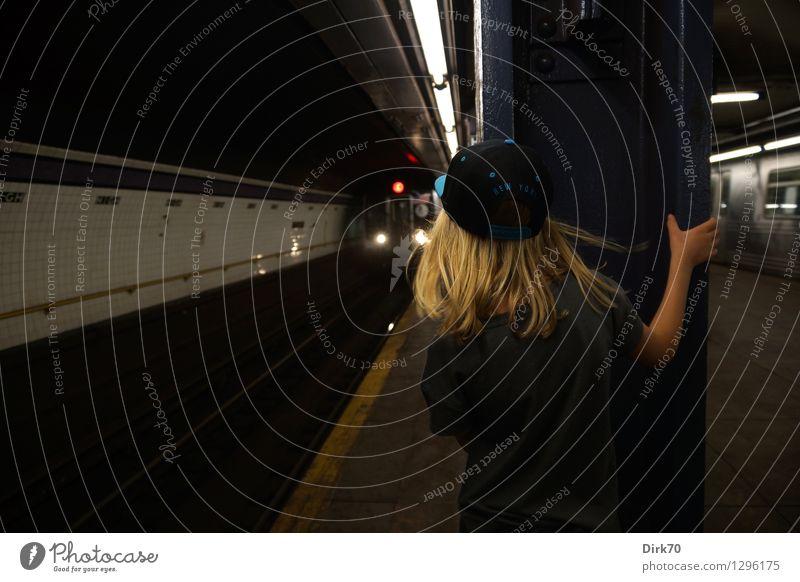 Kleines Mädchen, große Stadt Ferien & Urlaub & Reisen Abenteuer Ferne Mensch feminin 1 8-13 Jahre Kind Kindheit New York City Brooklyn USA Stadtzentrum Bahnhof