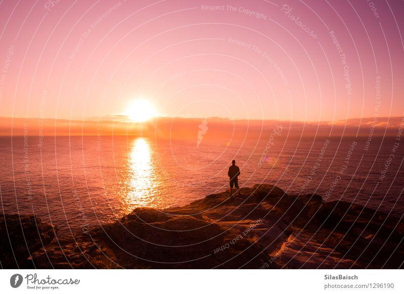 Natur Ferien & Urlaub & Reisen Mann Sommer Sonne Meer Ferne Strand Erwachsene Küste Gesundheit Freiheit Lifestyle Felsen Tourismus Wellen