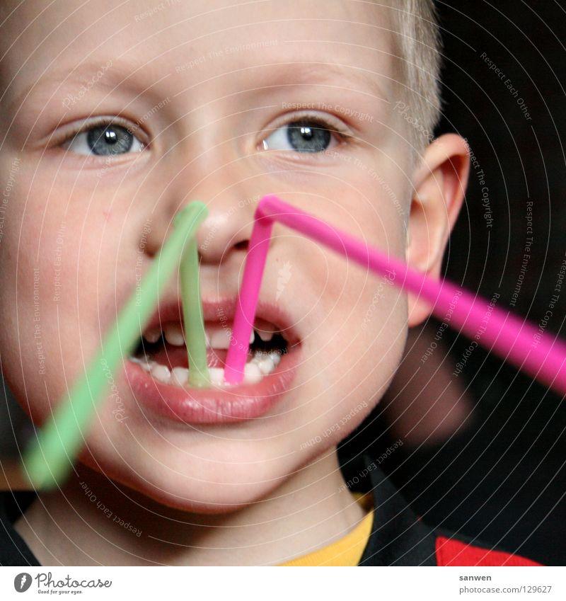 zahnverlängerung - die zweite Kind rot Freude Gesicht Auge Junge Mund Nase Zähne Lippen Schmerz Halm Wange Zunge Zahnarzt Unsinn