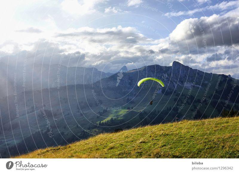 Gleitschirm startet bei traumhafter Abendstimmung Gleitschirmfliegen Segelfliegen Schweben Freizeit & Hobby Ferien & Urlaub & Reisen Freiheit Berge u. Gebirge
