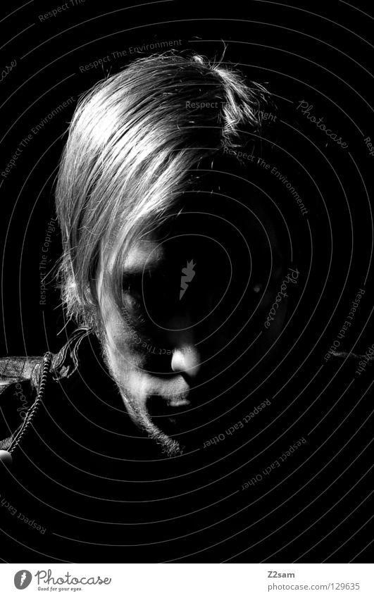 in the dark Porträt virtuell stur Licht blond Mann maskulin Hemd stark standhaft dunkel böse Mensch Silhouette weich Stil glänzend Seite hair Haare & Frisuren