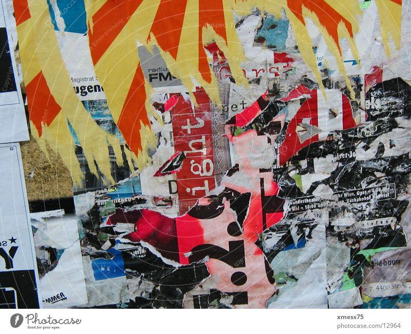 plakatwand Graffiti Papier kaputt Medien Verkehrswege Poster Plakat Wandmalereien Fetzen