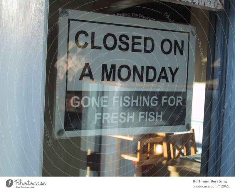 Closed on a Monday... Dinge Schilder & Markierungen Montags geschlossen
