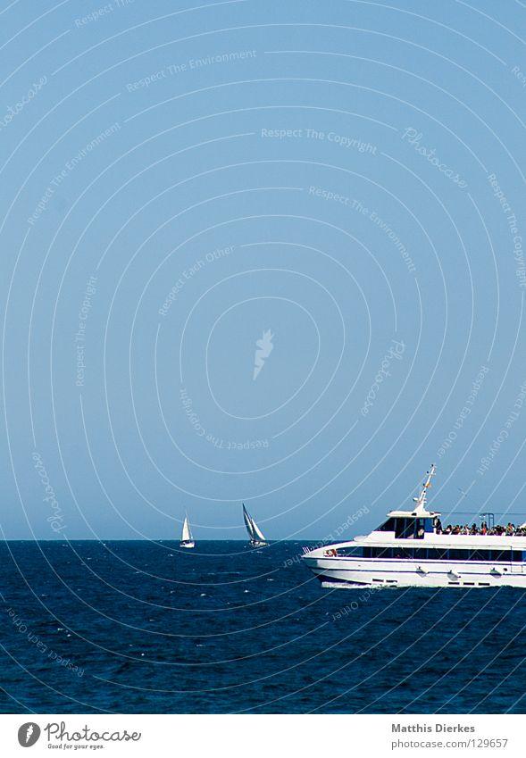Trimaran blau grün Meer Sommer Strand Ferne Spielen Wärme Linie 2 Horizont Wellen Geschwindigkeit gefährlich Physik Segeln