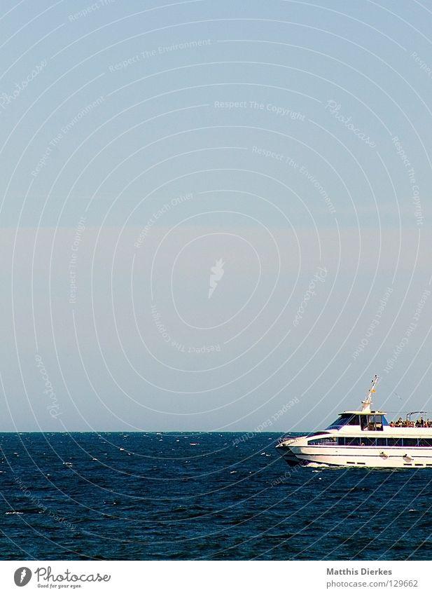 Trimaran II blau grün Meer Sommer Strand Ferne Spielen Wärme Linie 2 Horizont Wellen Geschwindigkeit gefährlich Physik Reichtum