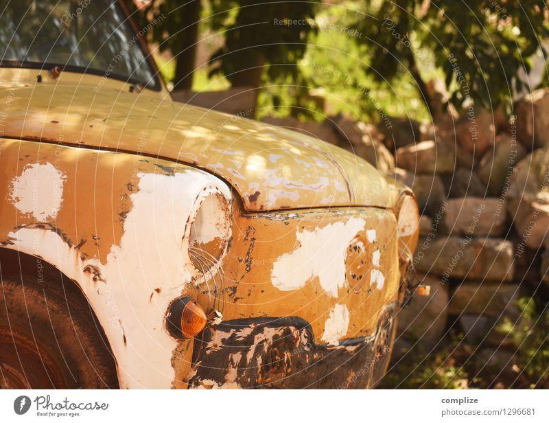 alte Kiste Ferien & Urlaub & Reisen Straße Gesundheit Lampe PKW Idylle kaputt Krankheit Gleise Reichtum Fahrzeug Autofahren Straßenverkehr Oldtimer Restauration