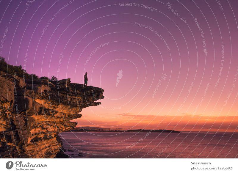 Natur Ferien & Urlaub & Reisen Mann Sommer Meer Ferne Strand Erwachsene Küste Freiheit Felsen Tourismus wandern laufen Insel Ausflug