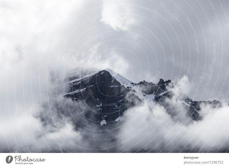 Stockbild Sommer Wolken dunkel Berge u. Gebirge Umwelt Schnee außergewöhnlich gehen Felsen Wetter Klima bedrohlich Gipfel Schneebedeckte Gipfel Asien Fernweh