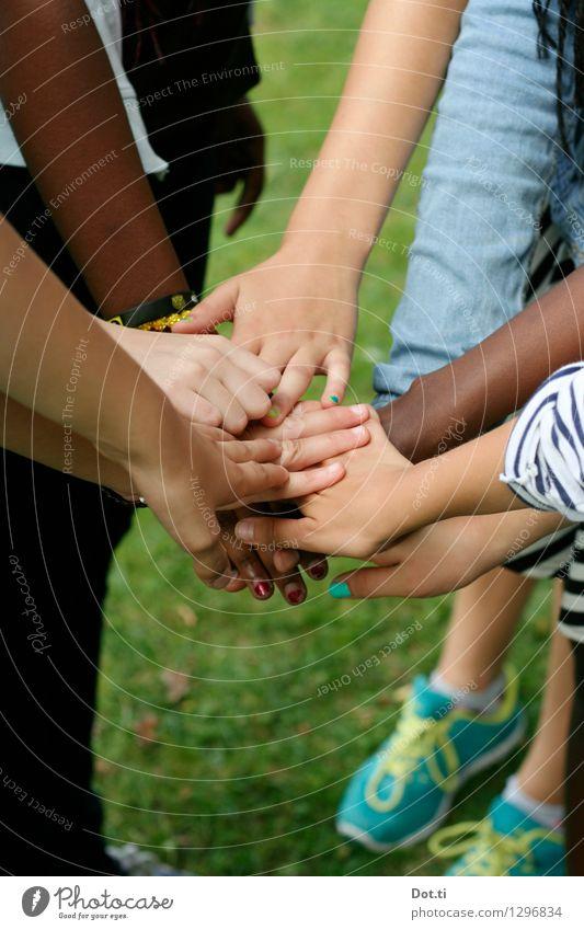 BF4EVER Hand Freude Spielen Zusammensein Freundschaft Kindheit Arme Kommunizieren Finger Lebensfreude Kindergruppe berühren viele Team Zusammenhalt Kontakt