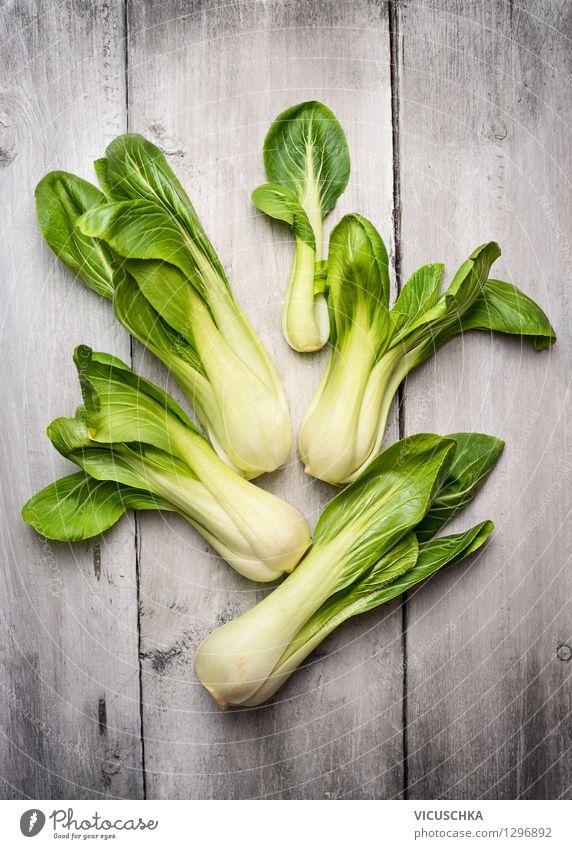 Frische Pak Choi oder auch Senfkohl genannt. Natur grün Gesunde Ernährung Leben Essen Stil Hintergrundbild Garten Lebensmittel Design Tisch