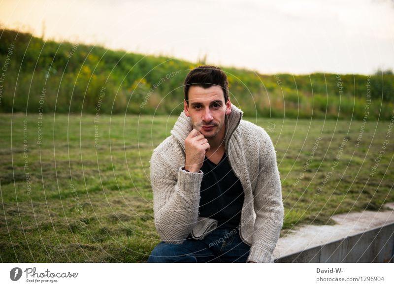 Männlich sitzt Lifestyle Mensch maskulin Junger Mann Jugendliche Erwachsene Leben 1 18-30 Jahre Mode schwarzhaarig brünett Dreitagebart beobachten genießen