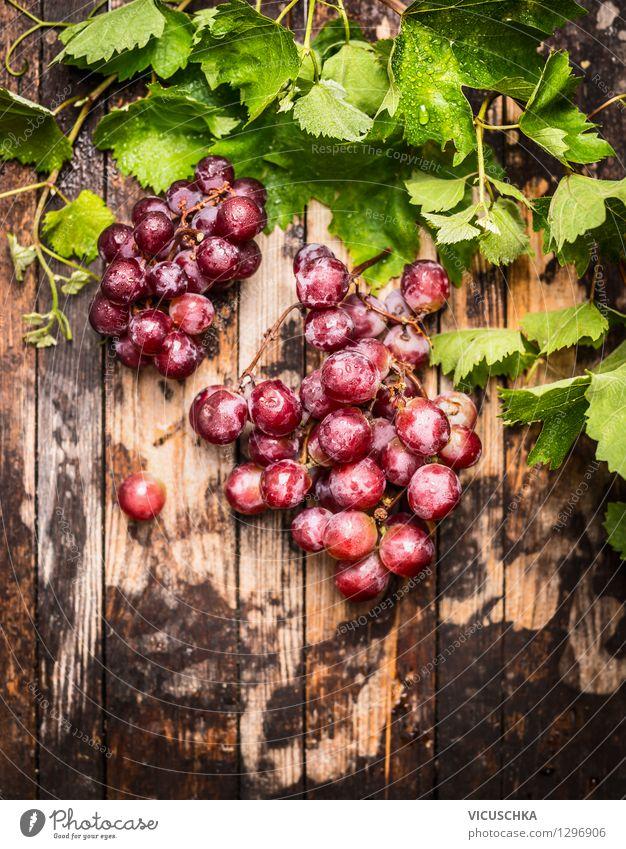 Rose Weintrauben mit Rebe und Blätter Lebensmittel Frucht Ernährung Frühstück Büffet Brunch Bioprodukte Diät Stil Design Gesunde Ernährung Garten Tisch Natur