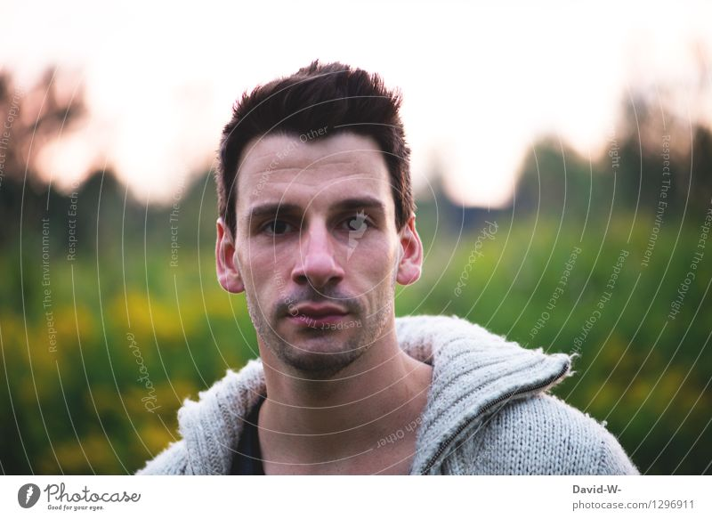 emotionslos Mensch maskulin Mann Erwachsene Jugendliche Leben Kopf 1 18-30 Jahre Pullover brünett beobachten Blick einfach natürlich Vertrauen gehorsam