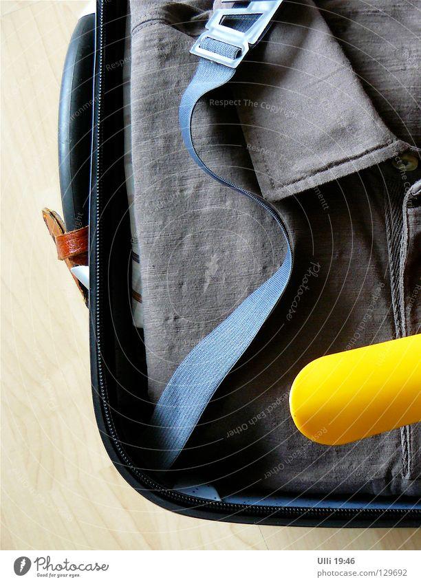 Abflug. Freude Ferien & Urlaub & Reisen gelb Erholung fliegen Bekleidung Luftverkehr Ziel Neugier Flughafen Koffer Griff Wäsche Abheben Vorfreude