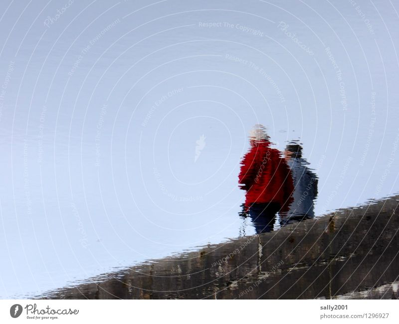 Auflösungserscheinungen... Ferien & Urlaub & Reisen Ausflug wandern Nordic Walking Mensch 2 Regenjacke Mütze Erholung gehen Sport Flüssigkeit rot Zufriedenheit