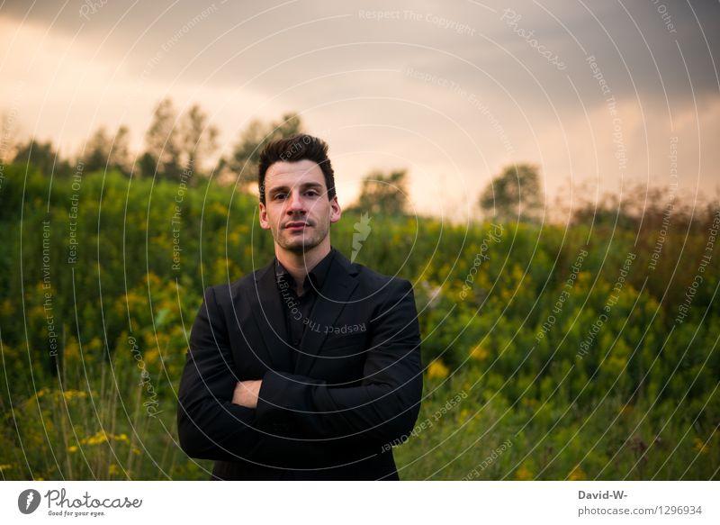siegessicher Mensch Jugendliche Mann Junger Mann Erholung ruhig 18-30 Jahre Erwachsene Umwelt Leben Business maskulin Zufriedenheit Kraft Erfolg Bildung