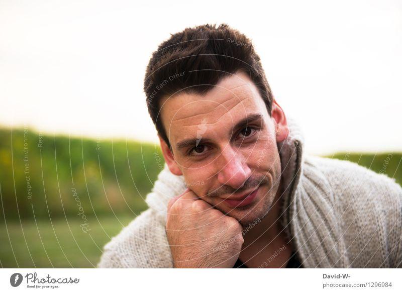 treu schauender Mann freundlich lieb gutaussehend sympathisch in die Kamera schauen Porträt Gesicht Schüchtern