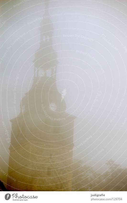 Nebel Kirchturm Fenster Gotik Thüringen Herbst Morgen mystisch geheimnisvoll ruhig grau trist historisch Wetter Detailaufnahme Religion & Glaube Turm