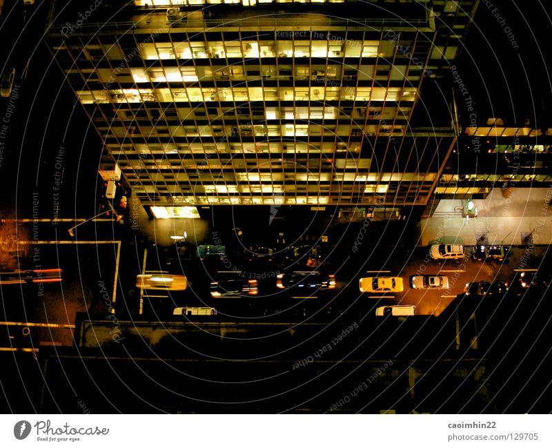 To the airport, please... Stadt schwarz gelb Straße dunkel Fenster Gebäude PKW Verkehr USA Bürgersteig Amerika Ampel Mischung Fußgänger New York City