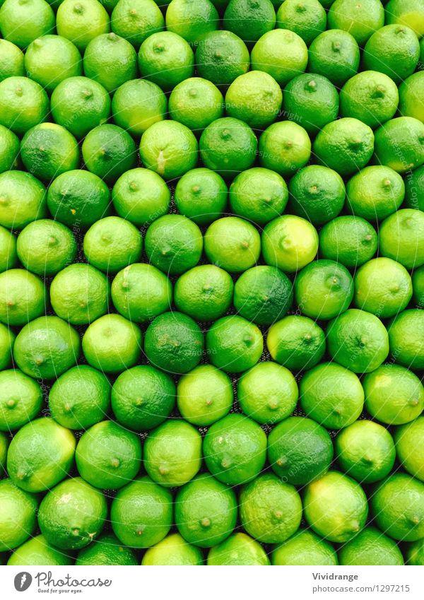 Grüne Limetten Natur Pflanze grün Baum Lebensmittel Frucht kaufen Bauernhof Bioprodukte Reihe Ackerbau Diät Vegetarische Ernährung Zitrone sauer