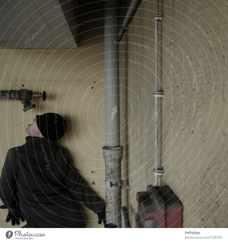 der letzte tropfen Mensch Mann Wasser Arbeit & Erwerbstätigkeit Energiewirtschaft Wassertropfen Elektrizität Brand Sicherheit Netzwerk trinken Verbindung Röhren