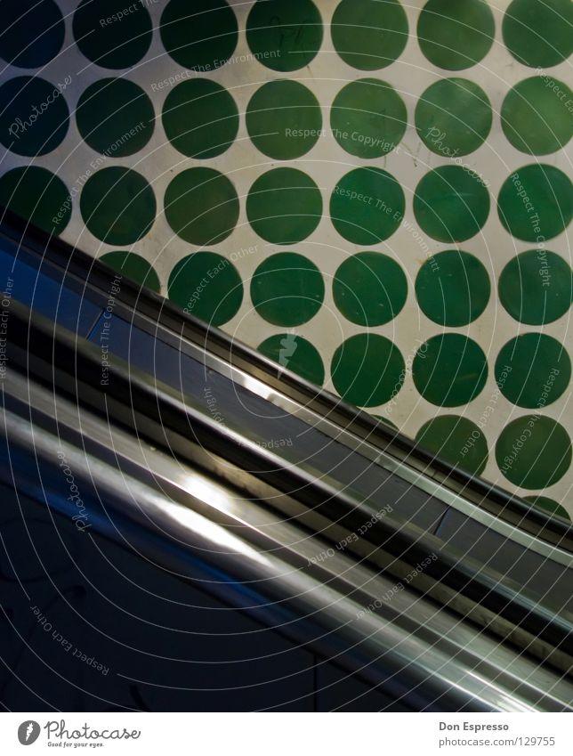 Brilltunnel / Bremen Kreis grün Rolltreppe Wand Tapete U-Bahn Tunnel Detailaufnahme Linie Geländer Strukturen & Formen oben Fliesen u. Kacheln abwärts aufwärts