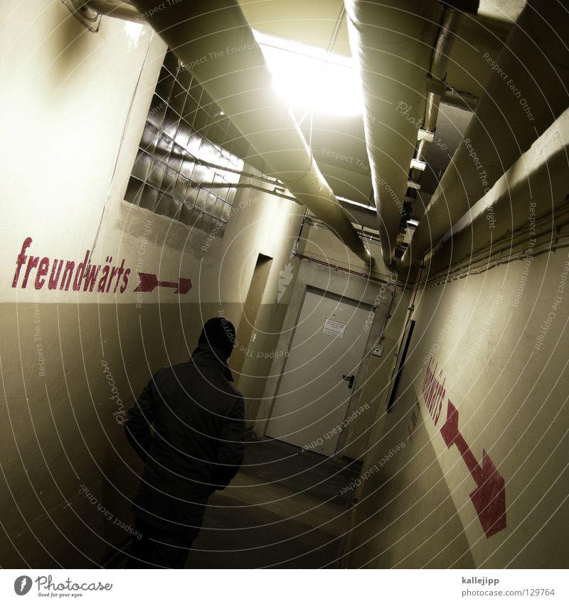 peacemaker Mensch Himmel Mann Tod Leben Traurigkeit Angst Treppe Schilder & Markierungen Körperhaltung Ziel Symbole & Metaphern Geländer Zeichen Frieden Pfeil