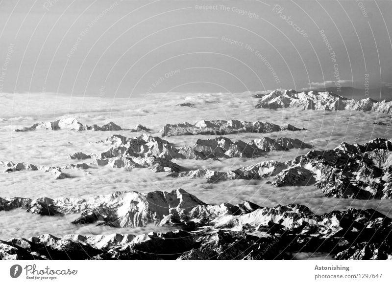 über den Alpen Umwelt Natur Landschaft Himmel Wolken Horizont Wetter Schönes Wetter Schnee Felsen Berge u. Gebirge Gipfel Schneebedeckte Gipfel Gletscher