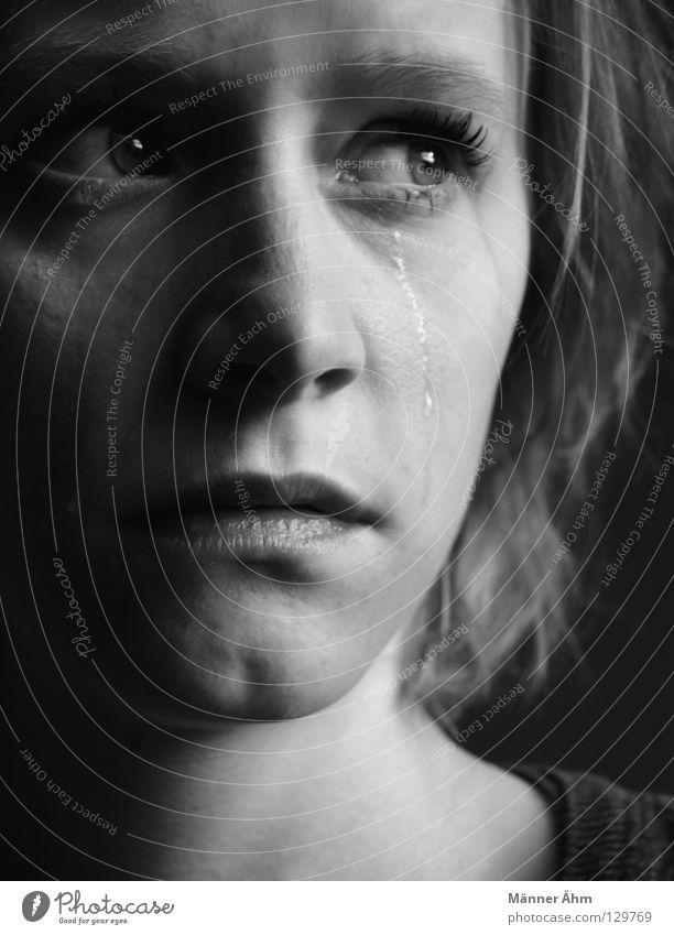 I try. Gefühle Trauer Verzweiflung Frau Lebensfreude Rückzug Situation elend Sorge Stimmung Denken leider Wut Ärger schwarz weiß Schwarzweißfoto weinen Tränen