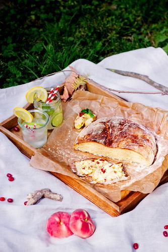 Sommerpicknick Lifestyle Ferien & Urlaub & Reisen Ausflug Freiheit Natur Sonne Gras Garten Park Wiese Gefühle Picknick Brot Getränk Gesunde Ernährung Trinkhalm