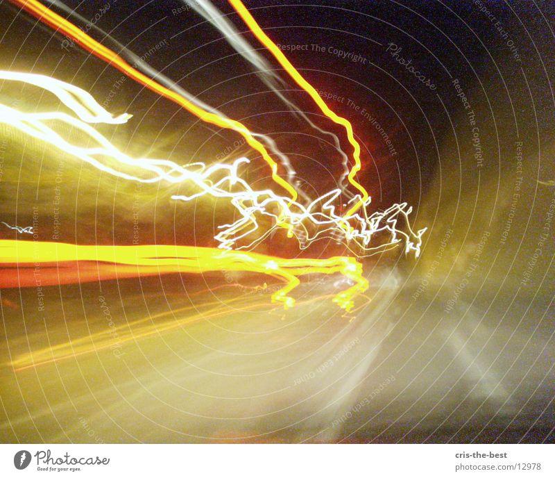 x-motion-1 Blitze Licht Geschwindigkeit verrückt Streifen Fototechnik caos crasy hell lichtblitz