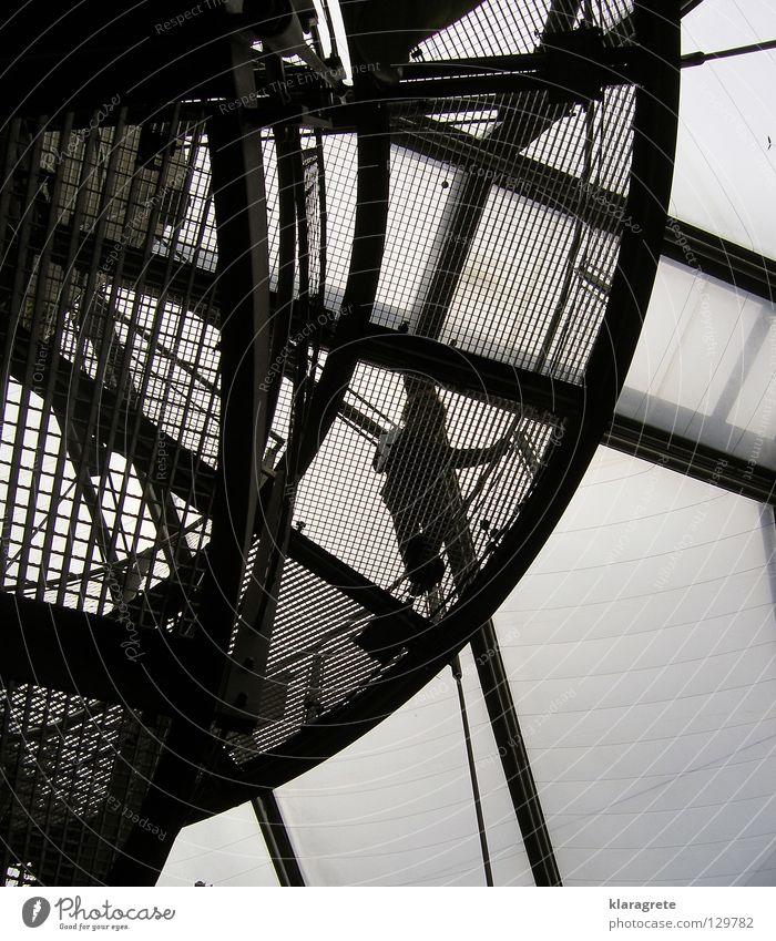 auf der Treppe Mann Himmel oben modern Stahl Geländer Fahrstuhl aufsteigen Gitter Abstieg Acryl Wendeltreppe Drahtseil Stahlverarbeitung