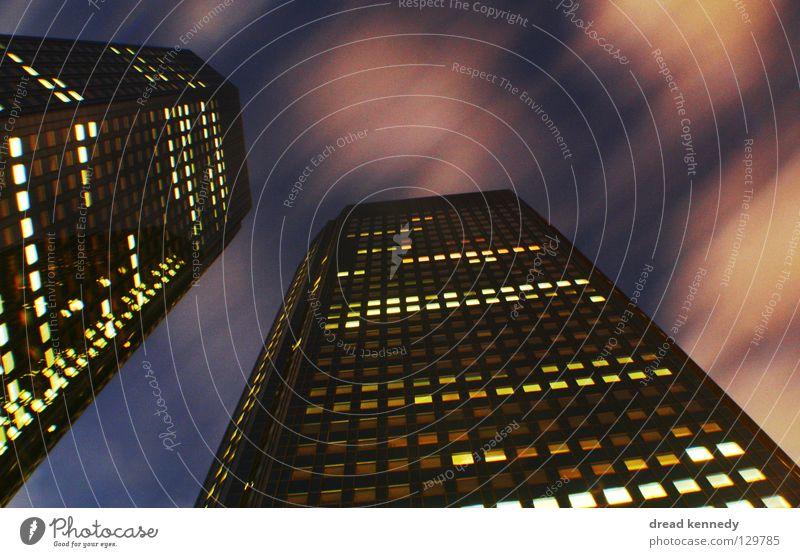 Wolkenkratzer Farbfoto mehrfarbig Außenaufnahme Experiment abstrakt Textfreiraum rechts Textfreiraum oben Nacht Licht Langzeitbelichtung Bewegungsunschärfe